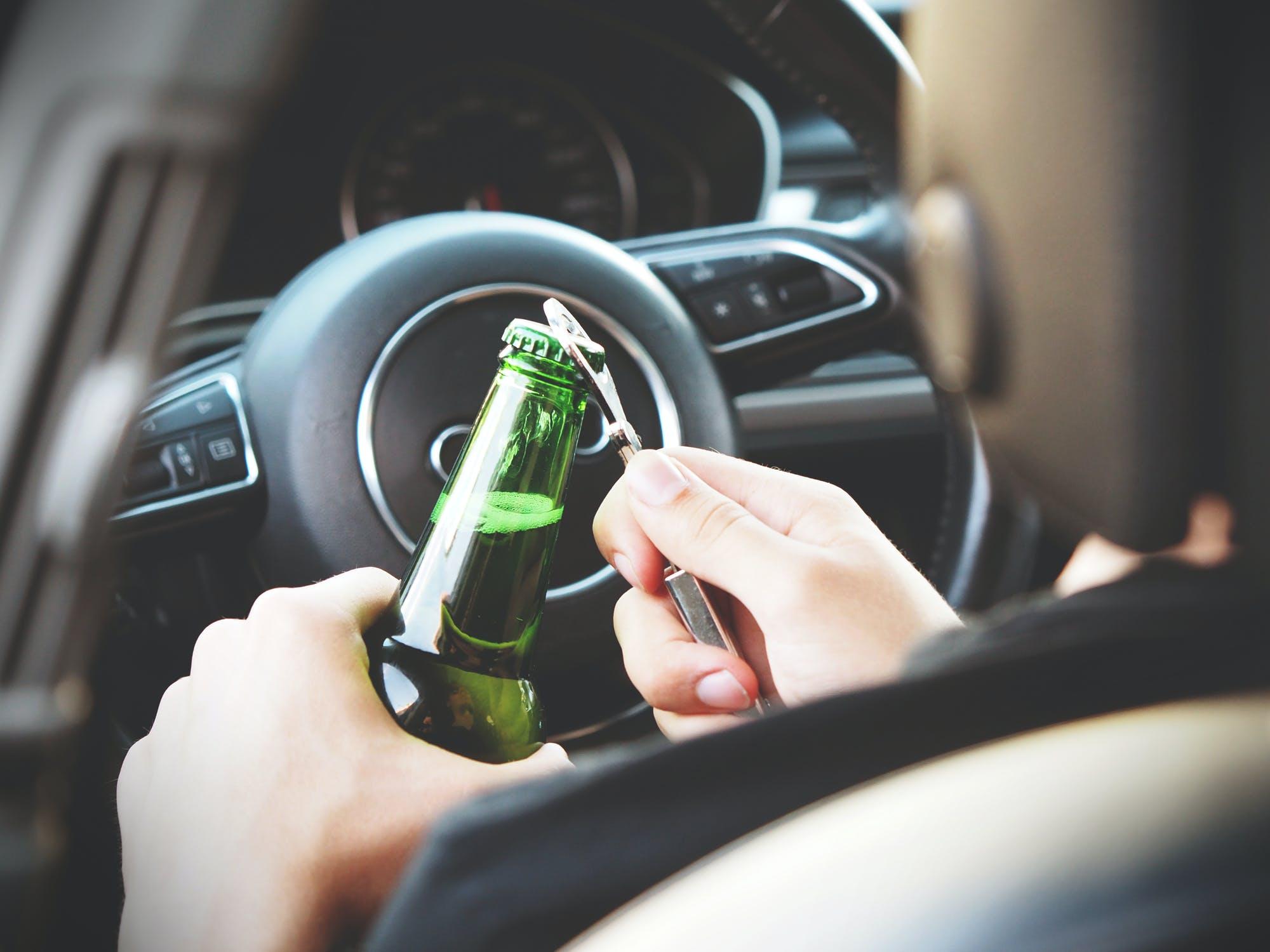 Het verschil tussen alcoholintoxicatie en dronkenschap